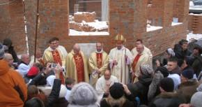 Торжество вмуровывания Краеугольного Камня под строительство душпастырского сообщества  Христа Царя Вселенной в Киеве.